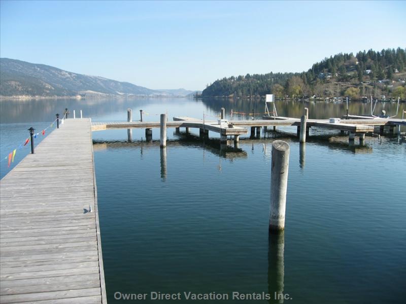 Lakeside villa with private boat moorage