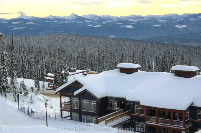 Ski-in and ski-out condo rental in Glacier Lodge of Big White's White Forest Estates / 203808