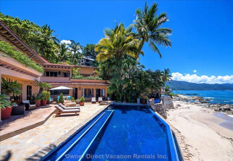 Wonderful beachfront villa in Downtown Puerto Vallarta that captures breathtaking views / 245841