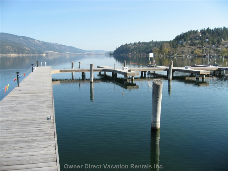 Lakeside villa with private boat moorage