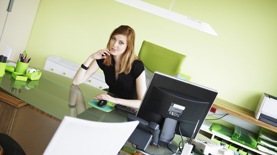 business-woman-at-desk