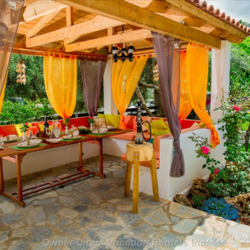 Best outdoor vacation home patios to enjoy this summer