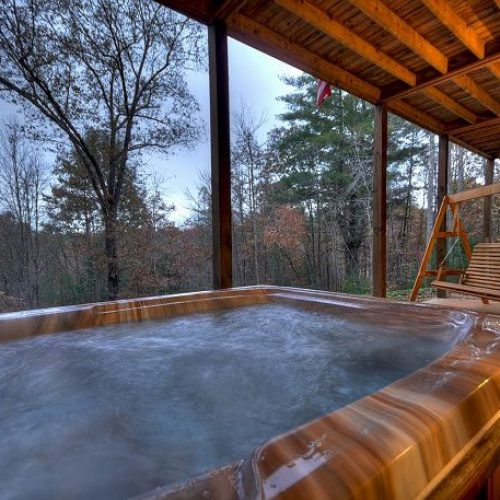 Peaceful log cabin tucked away in the North Georgia Mountains