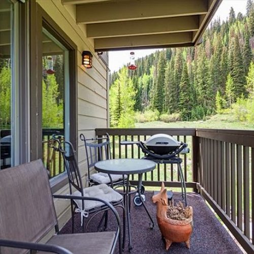 You'll love theserene and scenic condo in East Vail