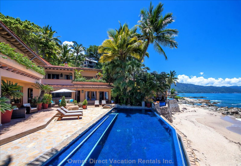 Wonderful beachfront villa in Downtown Puerto Vallarta that captures breathtaking views / 245841