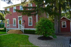 Beautiful Home with Private Pool in Historic Niagara on the Lake #239235